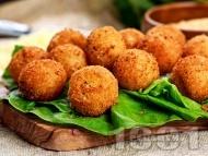 Рецепта Панирани топчета от сирене моцарела в яйца, брашно и галета (предястие)
